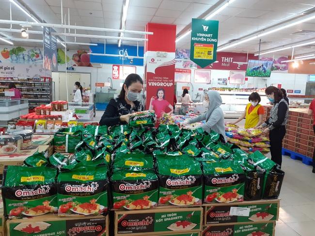 Cách ly toàn xã hội: Quảng Ninh triển khai 490 điểm bán hàng bình ổn giá  - Ảnh 1.