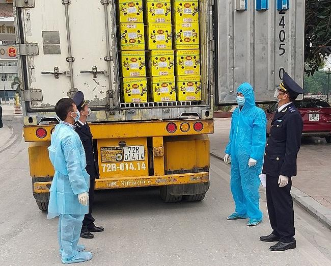 Hà Giang: Hàng trăm tấn nông sản vẫn thông quan sang Trung Quốc mỗi ngày - Ảnh 2.