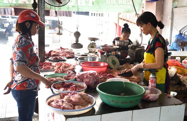 Giá lợn tại các chợ vẫn cao vút, tại sao có sự chênh lệch? - Ảnh 1.