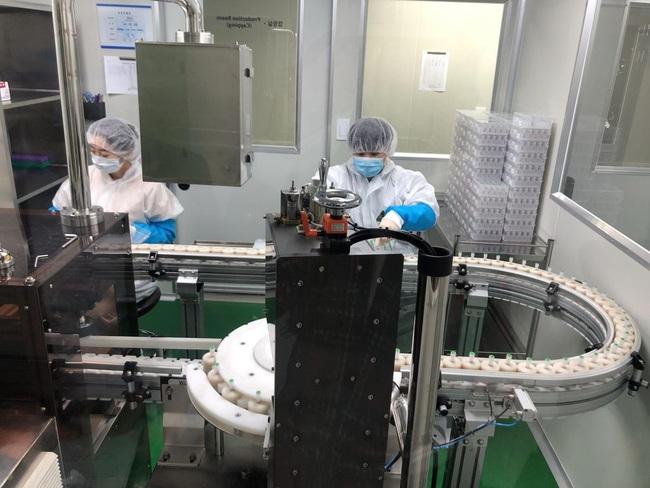 Doanh nghiệp Hàn Quốc kiếm bộn tiền nhờ xuất khẩu bộ kit xét nghiệm Covid-19 - Ảnh 1.