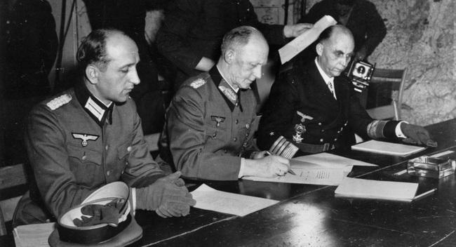 Vì sao Đức hai lần đầu hàng sau khi bại trận trong Thế chiến 2 - Ảnh 3.