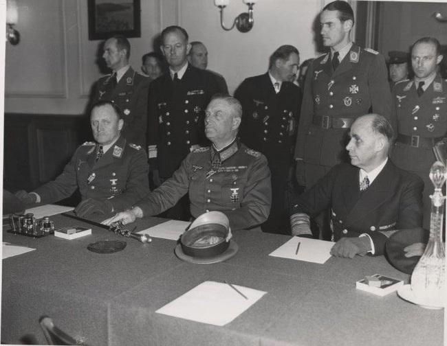Vì sao Đức hai lần đầu hàng sau khi bại trận trong Thế chiến 2 - Ảnh 4.