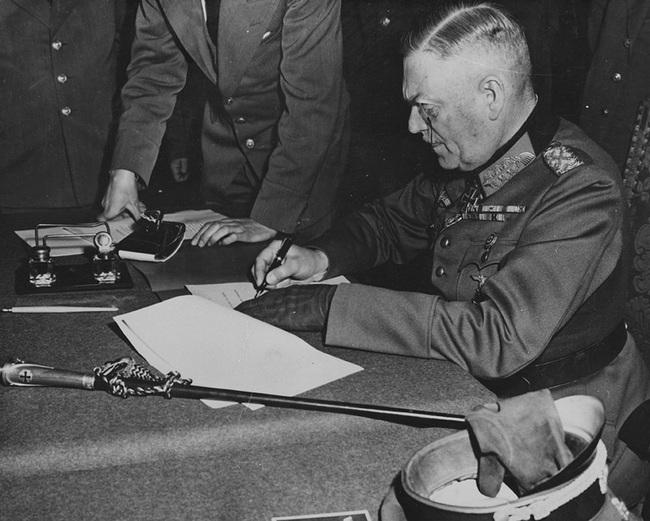 Vì sao Đức hai lần đầu hàng sau khi bại trận trong Thế chiến 2 - Ảnh 5.