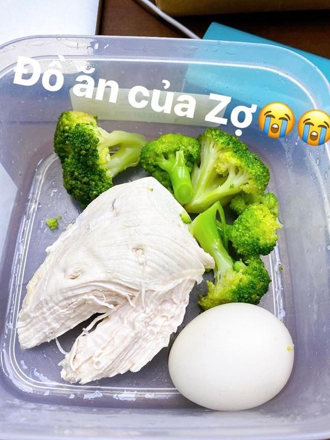 Đồ ăn của Nhã Phương rất đơn giản.