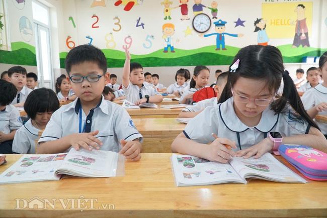 Học sinh tiểu học háo hức quay trở lại trường sau thời gian dài nghỉ dịch - Ảnh 11.