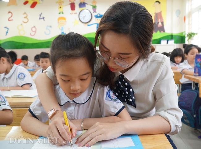 Học sinh tiểu học háo hức quay trở lại trường sau thời gian dài nghỉ dịch - Ảnh 12.