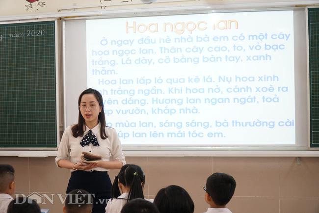 Học sinh tiểu học háo hức quay trở lại trường sau thời gian dài nghỉ dịch - Ảnh 13.