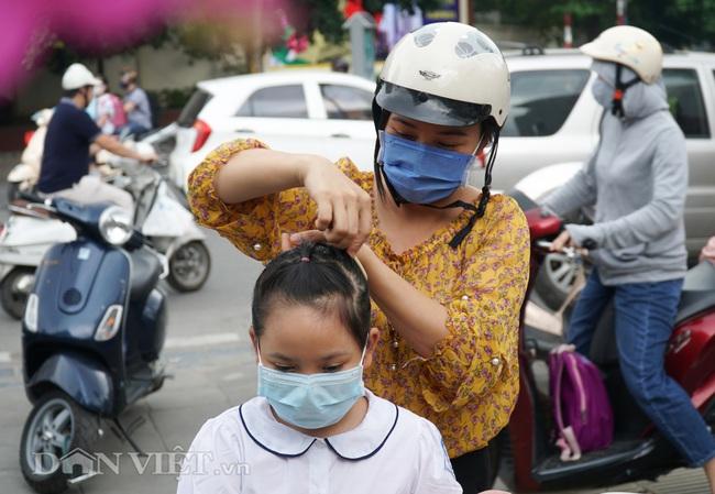 Học sinh tiểu học háo hức quay trở lại trường sau thời gian dài nghỉ dịch - Ảnh 5.