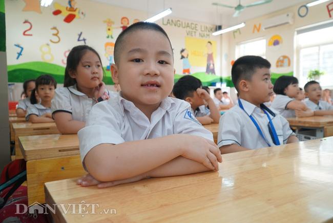 Học sinh tiểu học háo hức quay trở lại trường sau thời gian dài nghỉ dịch - Ảnh 10.