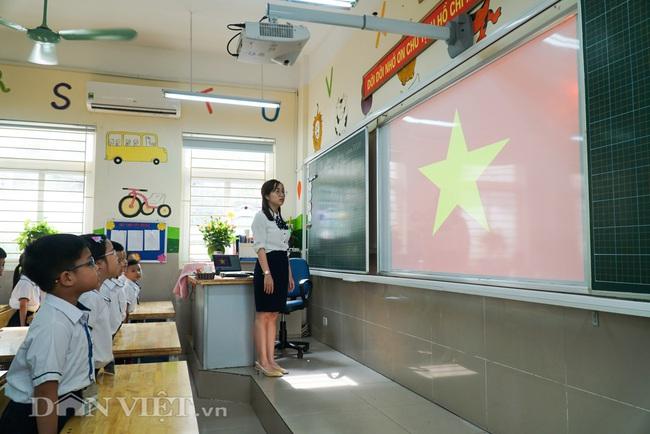 Học sinh tiểu học háo hức quay trở lại trường sau thời gian dài nghỉ dịch - Ảnh 9.