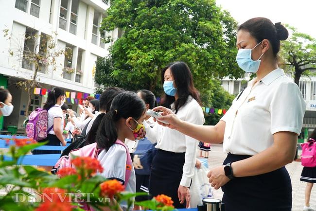 Học sinh tiểu học háo hức quay trở lại trường sau thời gian dài nghỉ dịch - Ảnh 7.