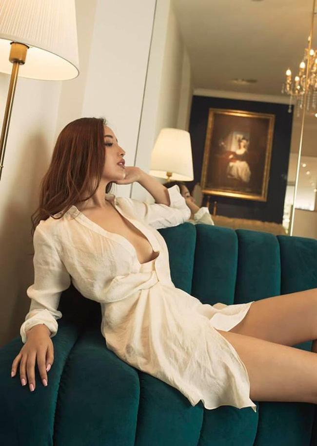 """Mai Phương Thúy hiếm hoi mặc bikini khoét sâu """"đốt mắt"""", trở lại dẫn đầu hội mỹ nhân quyến rũ - Ảnh 10."""