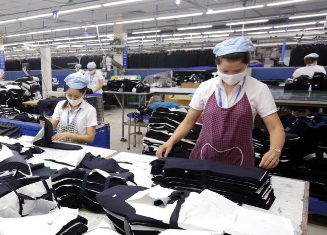 Lần đầu tiên thu nhập của lao động bị giảm 5,1% - Ảnh 1.