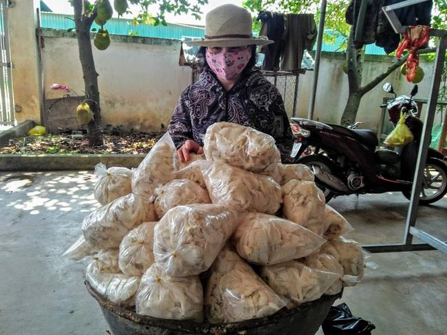 Cựu chiến binh trồng 3 loại nấm, thu nhập 800 triệu đồng mỗi năm   - Ảnh 3.