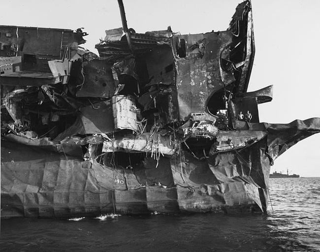 Kinh ngạc tàu sân bay Mỹ sống sót sau khi dính bom nguyên tử - Ảnh 3.