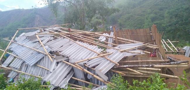 Lai Châu: Gió lốc làm tốc mái hơn 70 ngôi nhà - Ảnh 1.