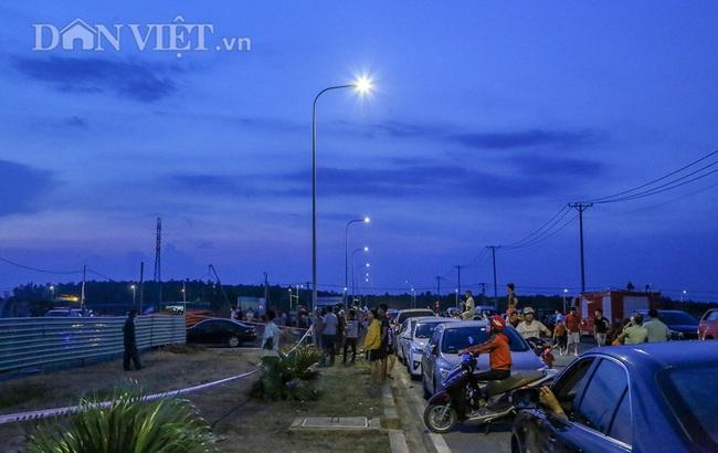 Lật từng viên gạch tìm nạn nhân mất tích trong vụ sập 10 người chết ở Đồng Nai - Ảnh 10.