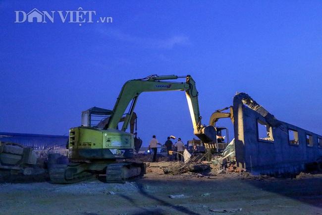 Lật từng viên gạch tìm nạn nhân mất tích trong vụ sập 10 người chết ở Đồng Nai - Ảnh 7.