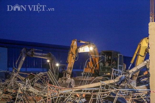 Lật từng viên gạch tìm nạn nhân mất tích trong vụ sập 10 người chết ở Đồng Nai - Ảnh 2.