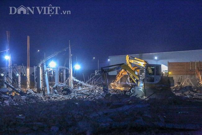 Lật từng viên gạch tìm nạn nhân mất tích trong vụ sập 10 người chết ở Đồng Nai - Ảnh 8.