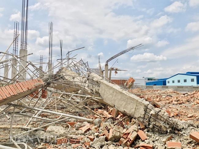 Bộ Xây dựng và Bộ LĐTB&XH đến hiện trường vụ sập khiến 10 người tử vong - Ảnh 10.