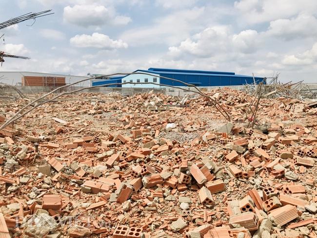 Bộ Xây dựng và Bộ LĐTB&XH đến hiện trường vụ sập khiến 10 người tử vong - Ảnh 11.