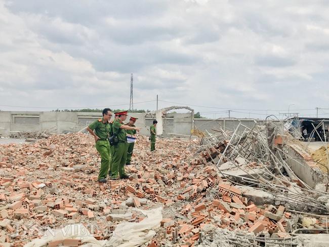 Bộ Xây dựng và Bộ LĐTB&XH đến hiện trường vụ sập khiến 10 người tử vong - Ảnh 8.