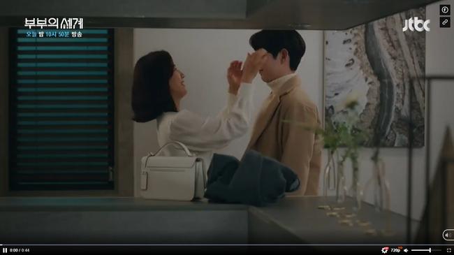 Sun Woo tận hưởng cuộc sống hạnh phúc bên con trai.