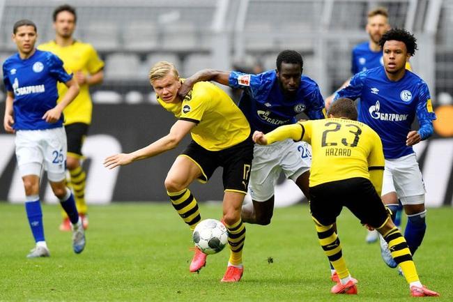 """Dortmund đè bẹp Schalke, HLV Favre lập tức gửi """"chiến thư"""" đến Bayern Munich - Ảnh 1."""