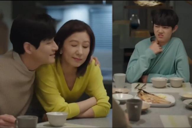 Sun Woo và Lee Joon Young nhớ lại quá khứ hạnh phúc.