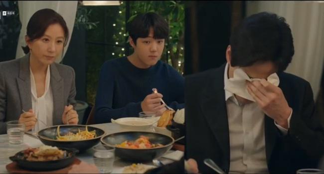 """Tập cuối """"Thế giới hôn nhân"""": Lee Tae Oh tự tử, Lee Joon Young bỏ đi, Sun Woo cô đơn chờ ngày con trở về - Ảnh 5."""