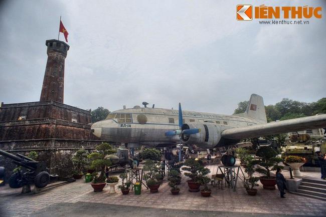 Lặng ngắm chiếc chuyên cơ chở Bác Hồ giữa Hà Nội - Ảnh 12.