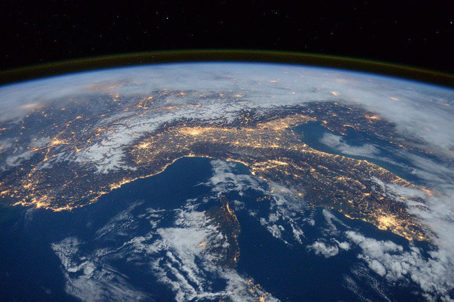 Hàng tỉ nền văn minh ngoài hành tinh đã và đang tồn tại - Ảnh 2.