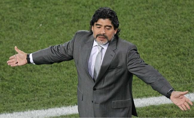 Diego Maradona bật khóc, kêu gọi mọi người làm điều đầy ý nghĩa - Ảnh 1.