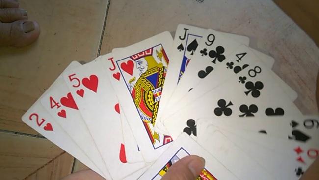Liên quan vụ 'đánh bạc', 'tổ chức đánh bạc', nguyên Phó Công an phường bị bắt - Ảnh 1.
