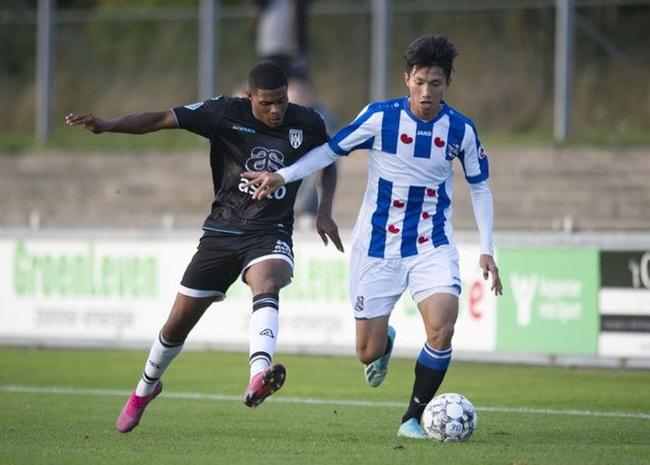 Bầu Hiển im lặng, SC Heerenveen lo sốt vó về tương lai Đoàn Văn Hậu - Ảnh 1.