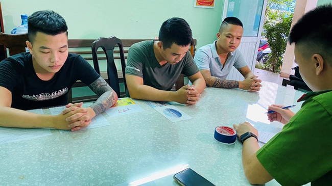 Đà Nẵng: Nhóm thanh niên cầm dao truy sát người chỉ vì mâu thuẫn tiền bạc - Ảnh 1.