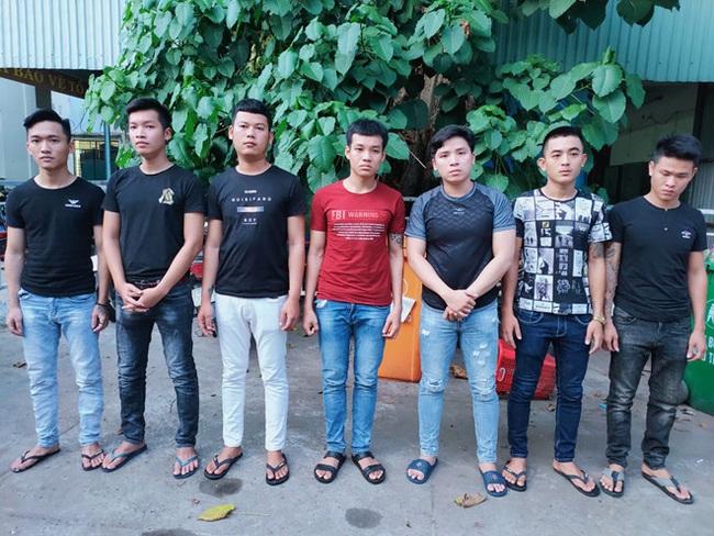Đà Nẵng: Nhóm thanh niên cầm dao truy sát người chỉ vì mâu thuẫn tiền bạc - Ảnh 2.
