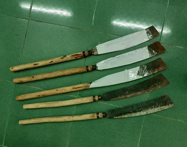 Đà Nẵng: Nhóm thanh niên cầm dao truy sát người chỉ vì mâu thuẫn tiền bạc - Ảnh 3.