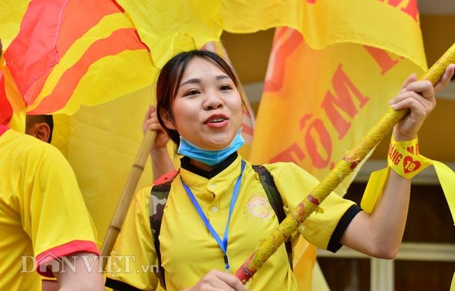 Hàng trăm CĐV Nam Định diễu hành trước trận gặp HAGL - Ảnh 10.