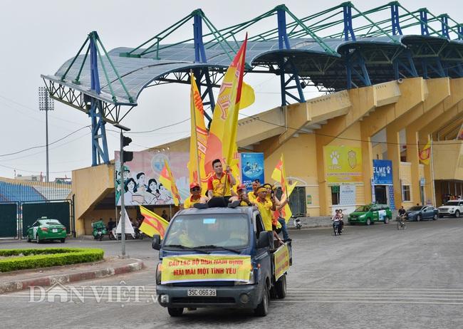 Hàng trăm CĐV Nam Định diễu hành trước trận gặp HAGL - Ảnh 6.