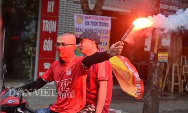 Hàng trăm CĐV Nam Định diễu hành trước trận gặp HAGL - Ảnh 5.
