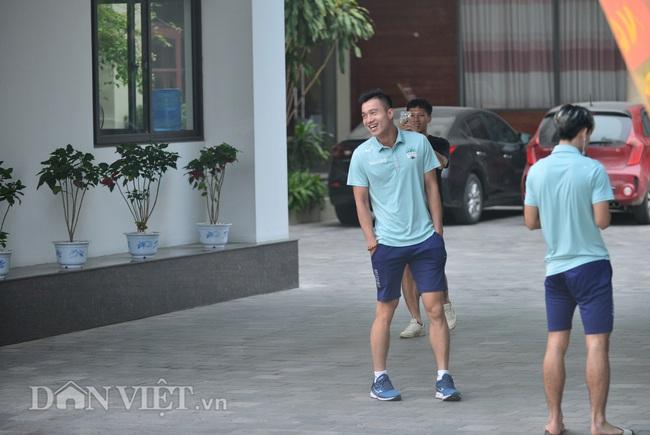 Hàng trăm CĐV Nam Định diễu hành trước trận gặp HAGL - Ảnh 9.