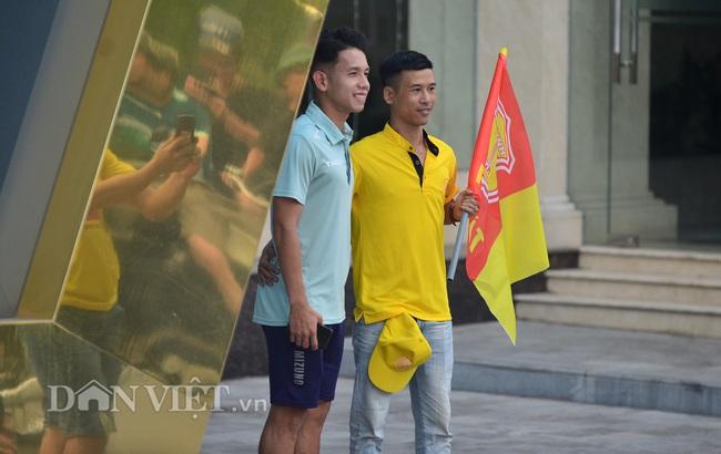 Hàng trăm CĐV Nam Định diễu hành trước trận gặp HAGL - Ảnh 7.
