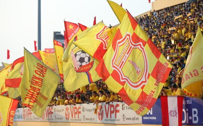 """Tin sáng (24/5): Truyền thông quốc tế """"choáng"""" khi trận DNH.Nam Định vs HAGL đón khán giả - Ảnh 1."""