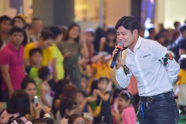 """Nhạc sĩ Nguyễn Văn Chung lập kỷ lục sáng tác 300 bài hát thiếu nhi sau""""Nhật ký của mẹ"""" nổi tiếng thế giới - Ảnh 1."""
