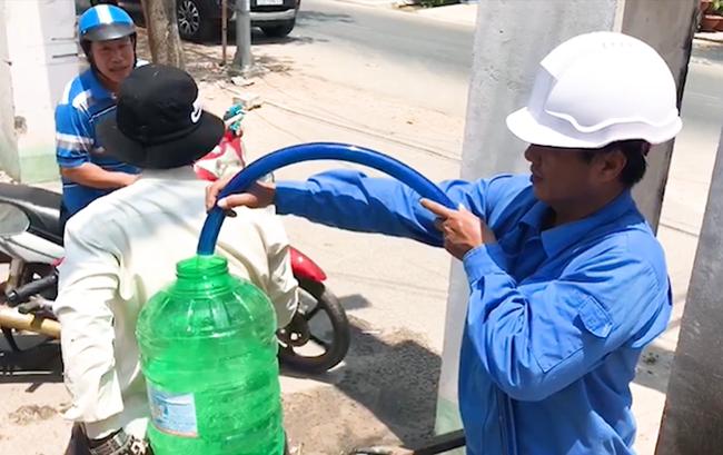 Dốc sức đưa nước sạch về vùng khô hạn - Ảnh 1.