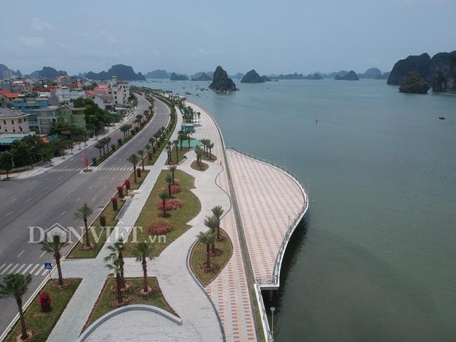 Người dân hứng khởi vui chơi trên con đường ven biển hoàn mĩ nhất Hạ Long - Ảnh 1.