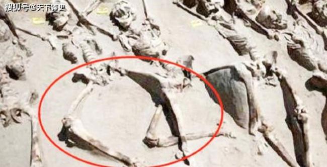 Vì sao phi tần tuẫn táng cùng Tần Thủy Hoàng đều không khép chân sau khi bị chôn sống? - Ảnh 1.