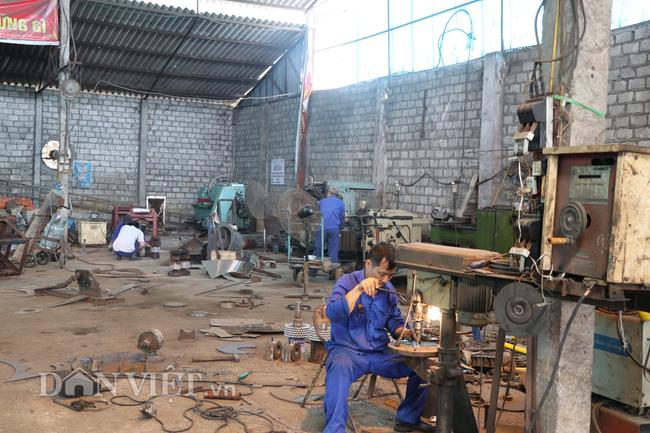 Yên Bái: Mê cơ khí, Giám đốc về hưu đi buôn đồng nát, mở xưởng sản xuất nông cụ - Ảnh 2.